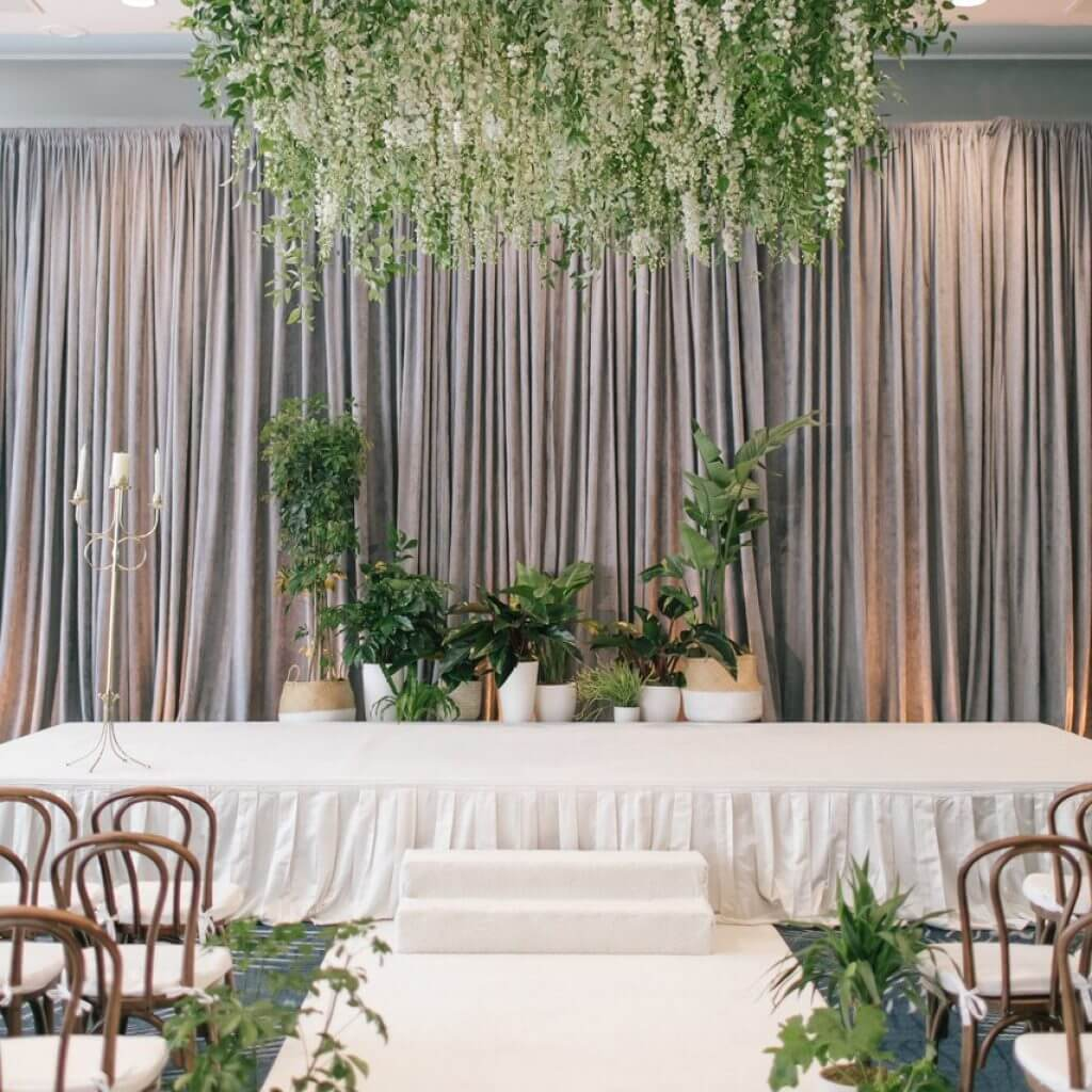Không gian tiệc cưới với chủ đề khu vườn